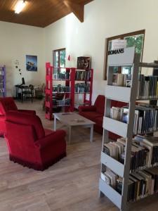 Bibliothèque_Neung-sur-Beuvron_coin salon 2015
